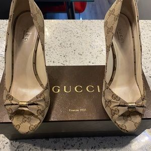 AUTHENTIC GUCCI WEDGE🤎